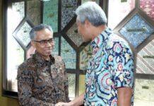 Ketua Komisioner OJK Wimboh Santoso bertemu dengan Gubernur Ganjar Pranowo, Jumat (13/9).