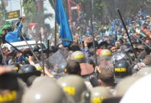 Bentrok Polisi dan Mahasiswa di Palu (photo: antaranews)