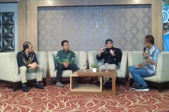 Yulianto Prabowo (dua dari kiri)