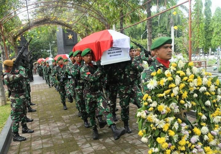 Empat Prajurit TNI Dimakamkan di TMP Giri Tunggal | Radio Idola ...
