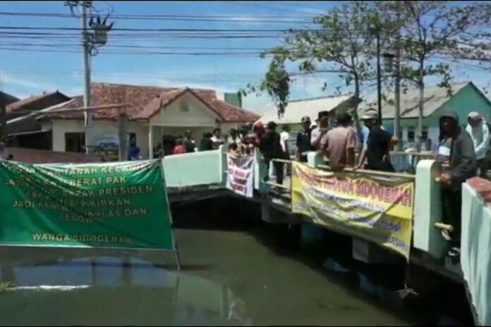 Spanduk Protes Warga Sidogemah