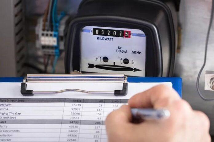 Petugas Pencatatan Meter PLN