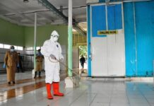 Penyemprotan desinfektan di RPH Semarang