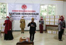 Ketua Dekranasda Jateng Siti Atikoh (tengah depan)