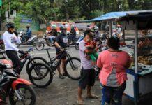 Kerumunan masyarakat di Jalan Majapahit