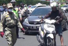 Satpol PP Kota Semarang saat menggelar razia masker