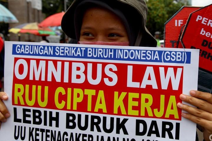 Aksi Menolak Omnibus Law RUU Cilaka