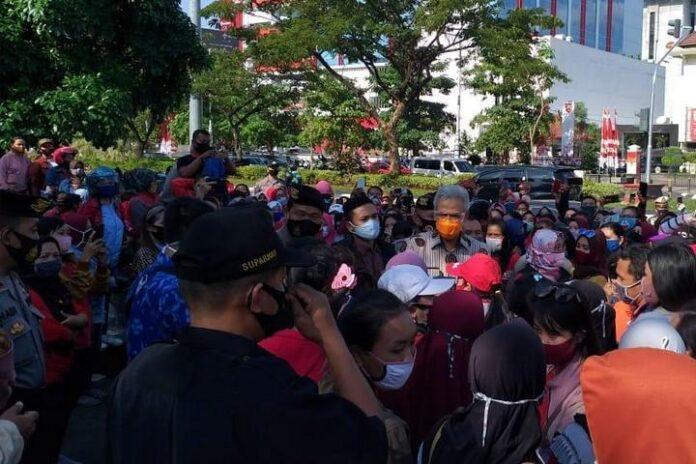 Aksi unjuk rasa buruh