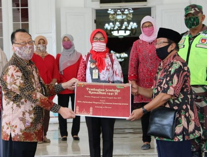 Bantuan Paket Sembako OJK