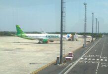 Pesawat terparkir di Bandara A Yani
