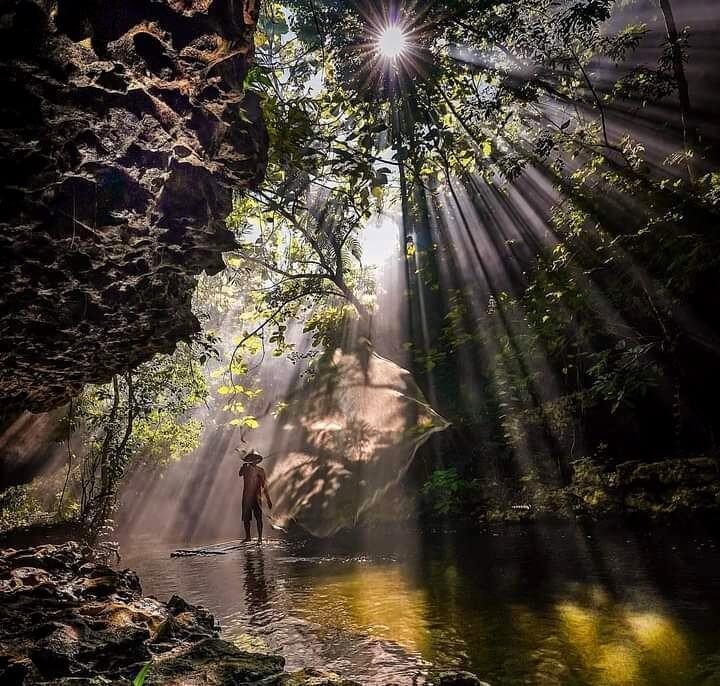 Kawasan hutan Karst Rammang-Rammang di Maros