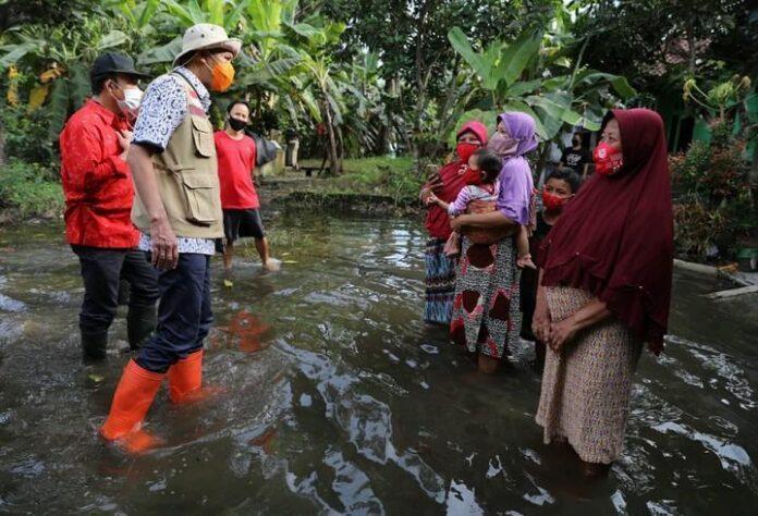 Warga korban banjir di Banyumas