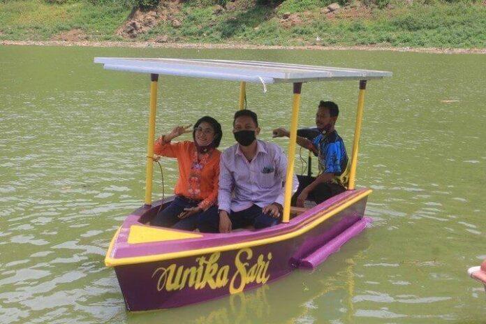 Naik perahu karya dosen Unika Soegijapranata Semarang