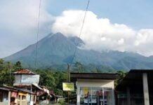 Gunung Merapi terlihat dari Ngrangkah
