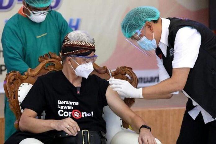 Ganjar Pranowo Disuntik vaksin Sinovac