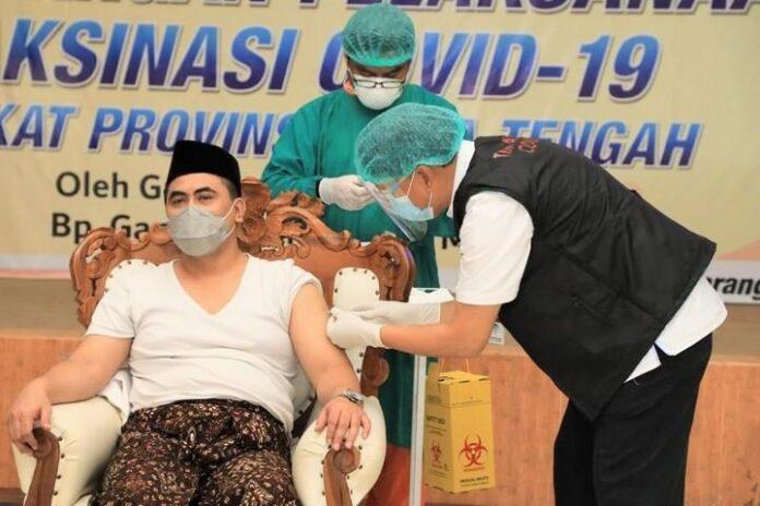 Taj Yasin disuntik vaksin Sinovac