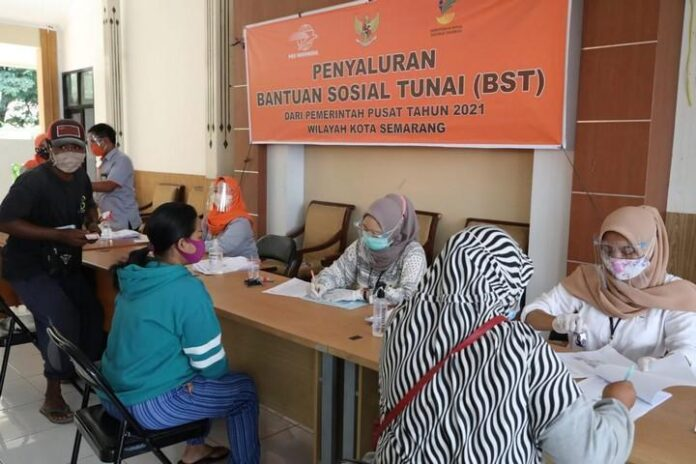 Penyaluran BST kepada masyarakat