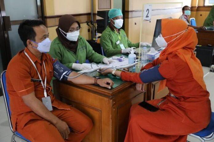 Tenaga kesehatan yang akan menerima vaksin