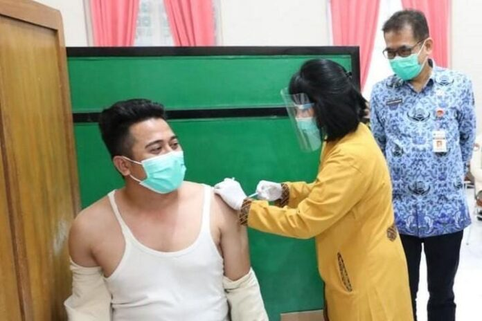 Proses vaksinasi di RS Bhakti Wira Tamtama