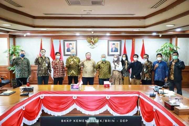 Presentasi i-Nose C-19 dengan menteri