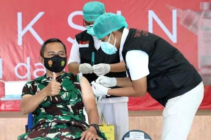 Mayjen TNI Bakti Agus disuntik vaksin kedua