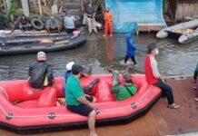 Proses evakuasi di wilayah Kaligawe dan Genuk