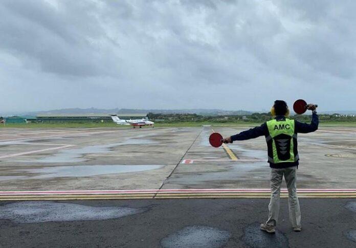 Petugas di Bandara Ahmad Yani Semarang