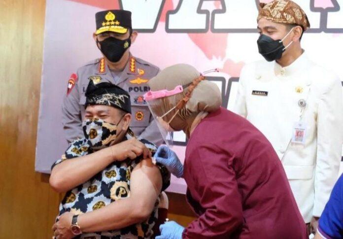 Vaksinasi kepada lansia Solo