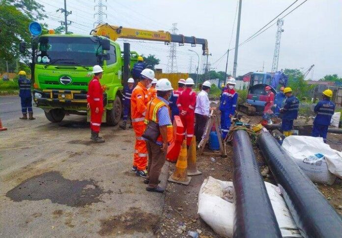 Pemasangan pipa distribusi gas PGN