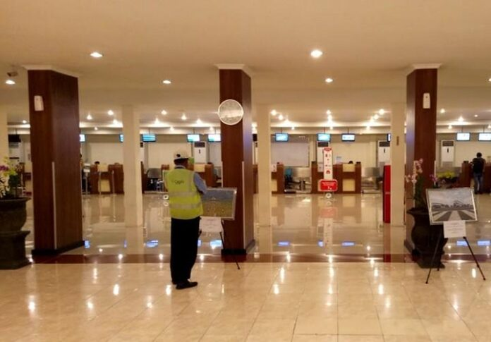 Check in Counters Bandara A Yani