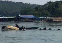 Perahu wisatawan terbalik di Waduk Kedung Ombo