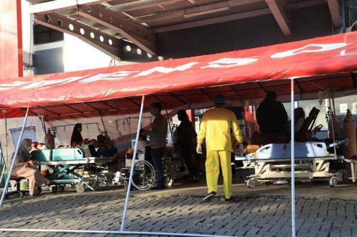 Tenda darurat di depan RSUD Tugurejo