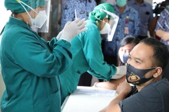 Vaksinasi masal bersama TNI