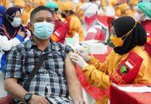 Vaksinasi oleh Polrestabes Semarang di GOR Jatidiri