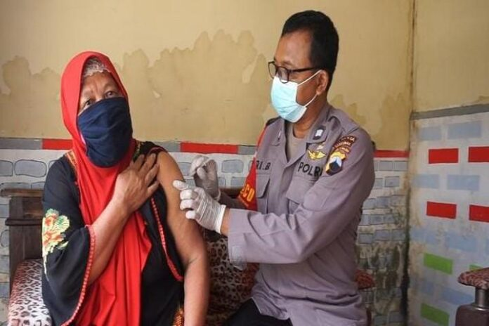 Vaksin di rumahnya sendiri