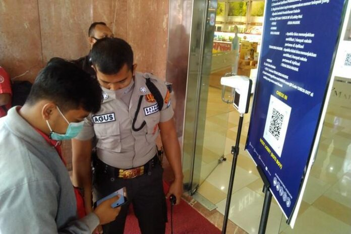Petugas keamanan Mal Ciputra Semarang