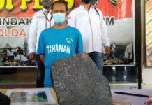 Batu yang digunakan tersangka Nur Hamid