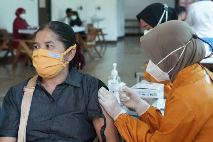 Vaksinasi pekerja pabrik di Boyolali