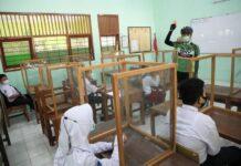 Siswa SMP yang mengikuti PTM