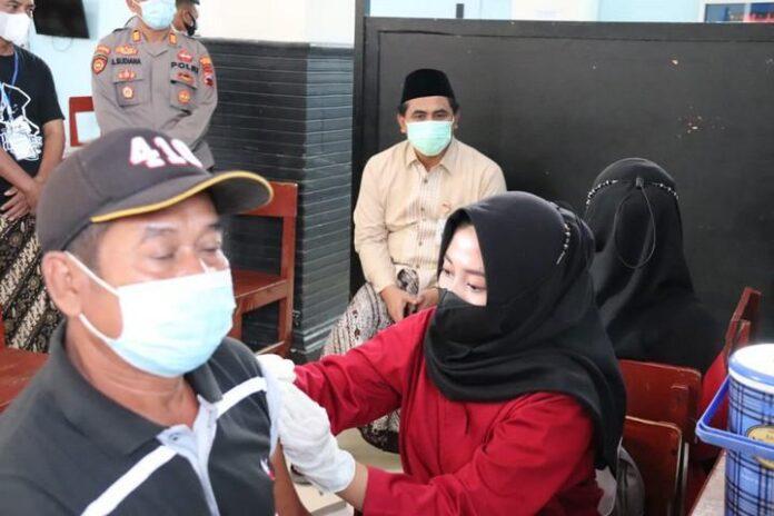 Vaksinasi di Ponpes Al Ianah Blora