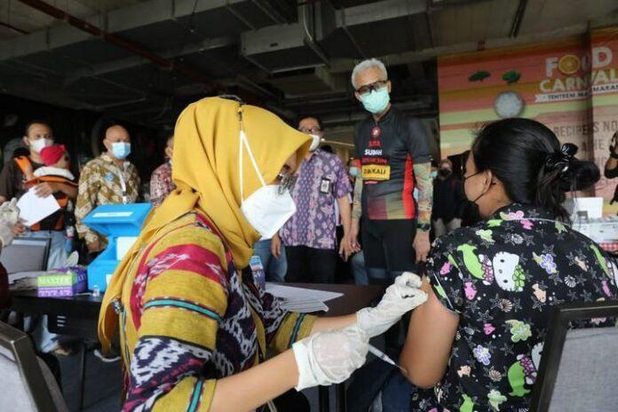 Vaksinasi di Tentrem Mal