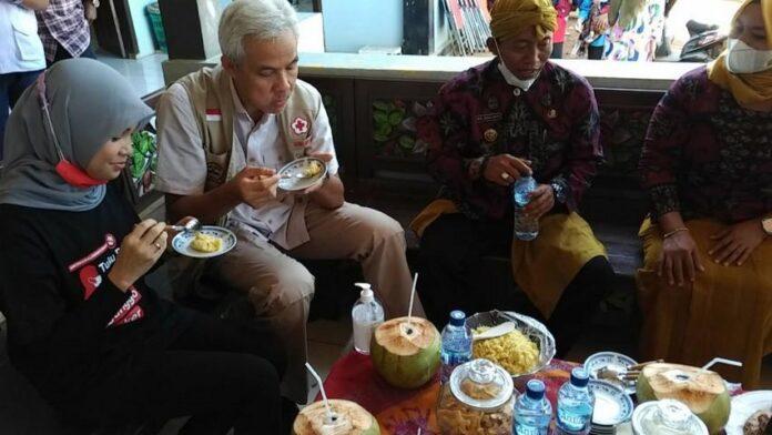 Gubernur Hanjar Pranowo mencoba pong blosok