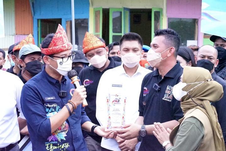 Sandiaga Uno berkunjung ke Desa Burai